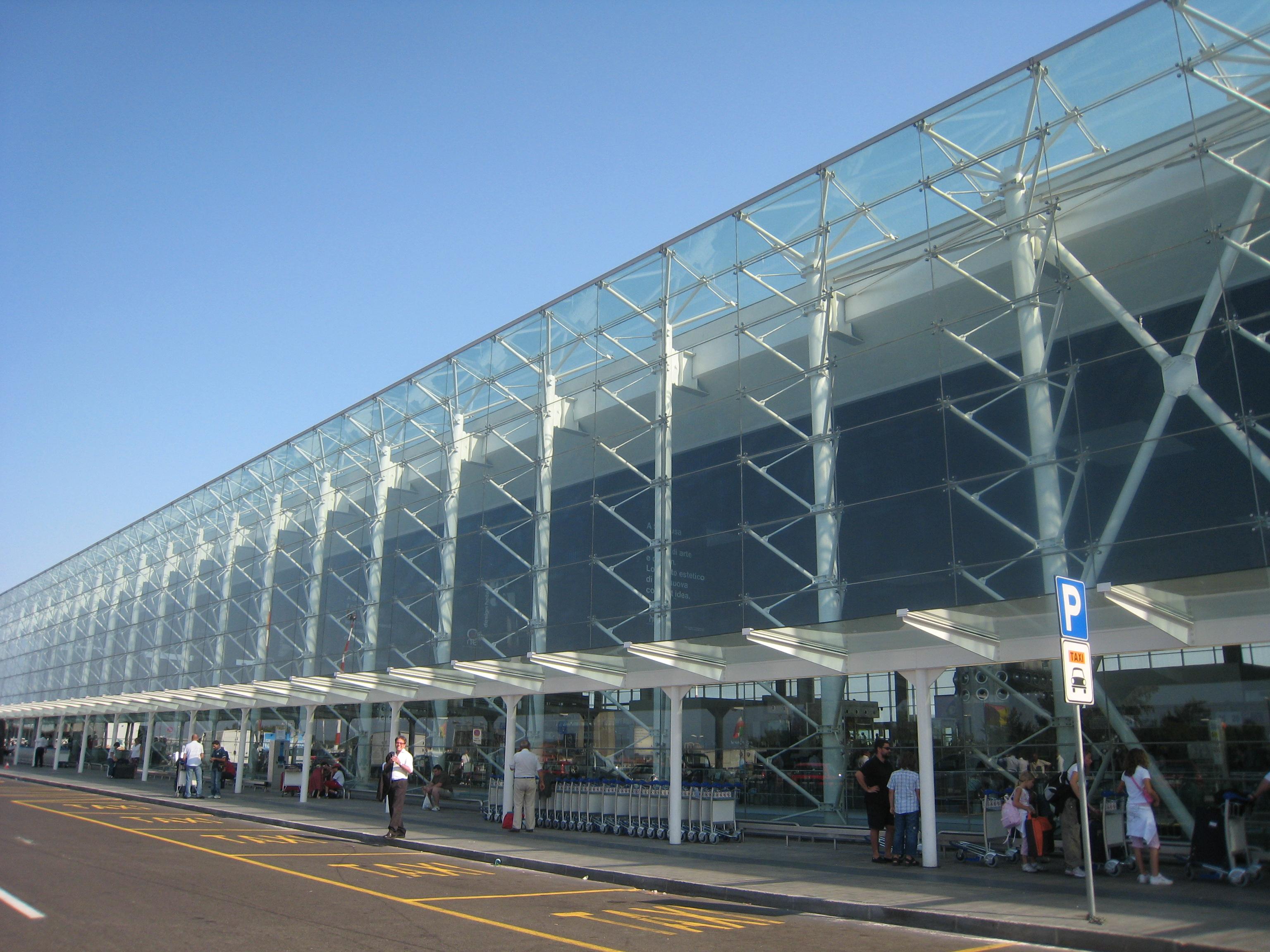 Aeroporto Urbino : Catania aeroporto fontanarossa chiuso per brillamento